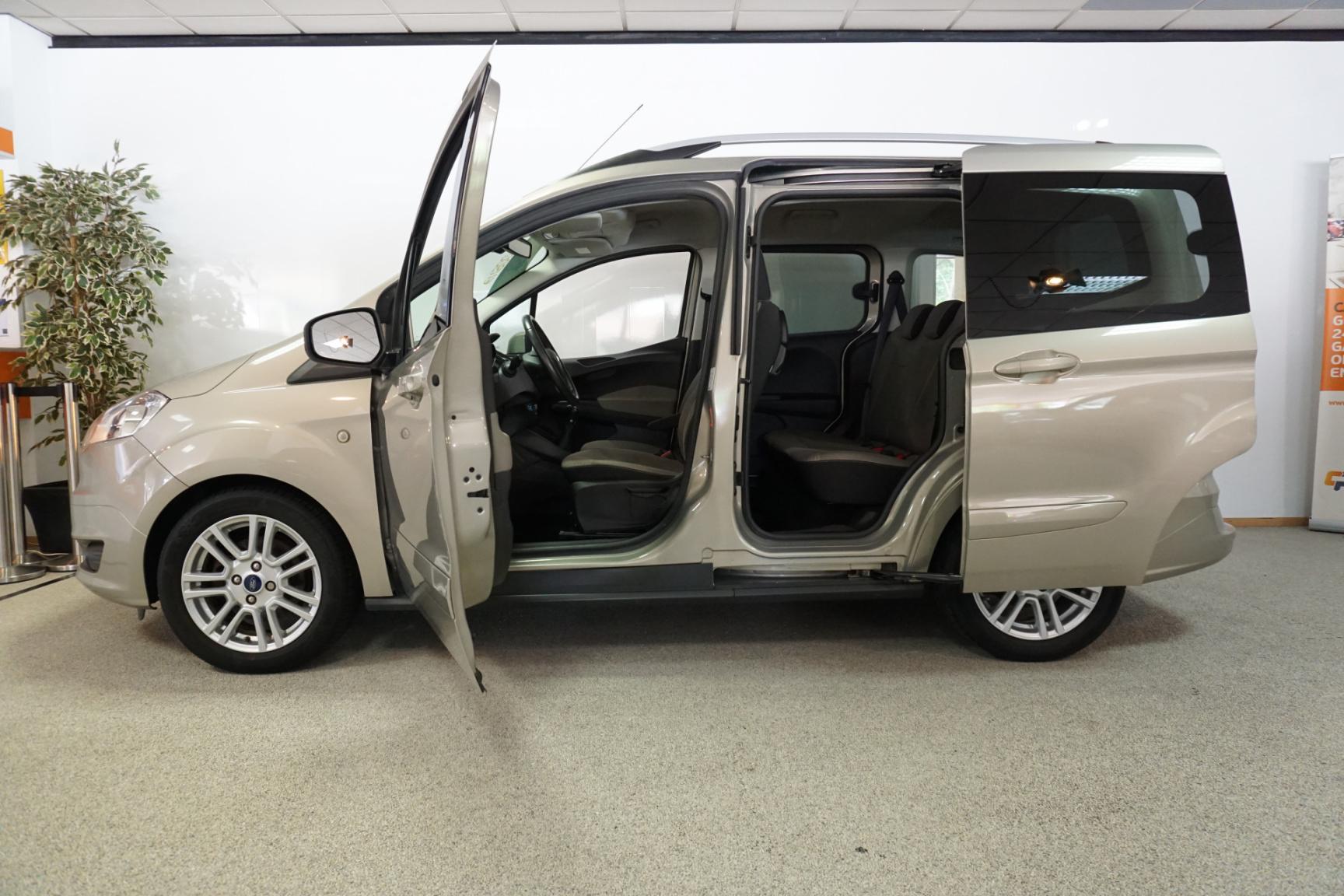 Ford-Tourneo-19